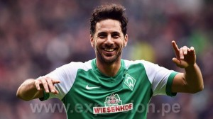 BREMEN, GERMANY - MARCH 05:  Claudio Pizarro of Bremen celebrates scoring his goal during the Bundesliga match between Werder Bremen and Hannover 96 at Weserstadion on March 5, 2016 in Bremen, Germany.  (Photo by Stuart Franklin/Bongarts/Getty Images)